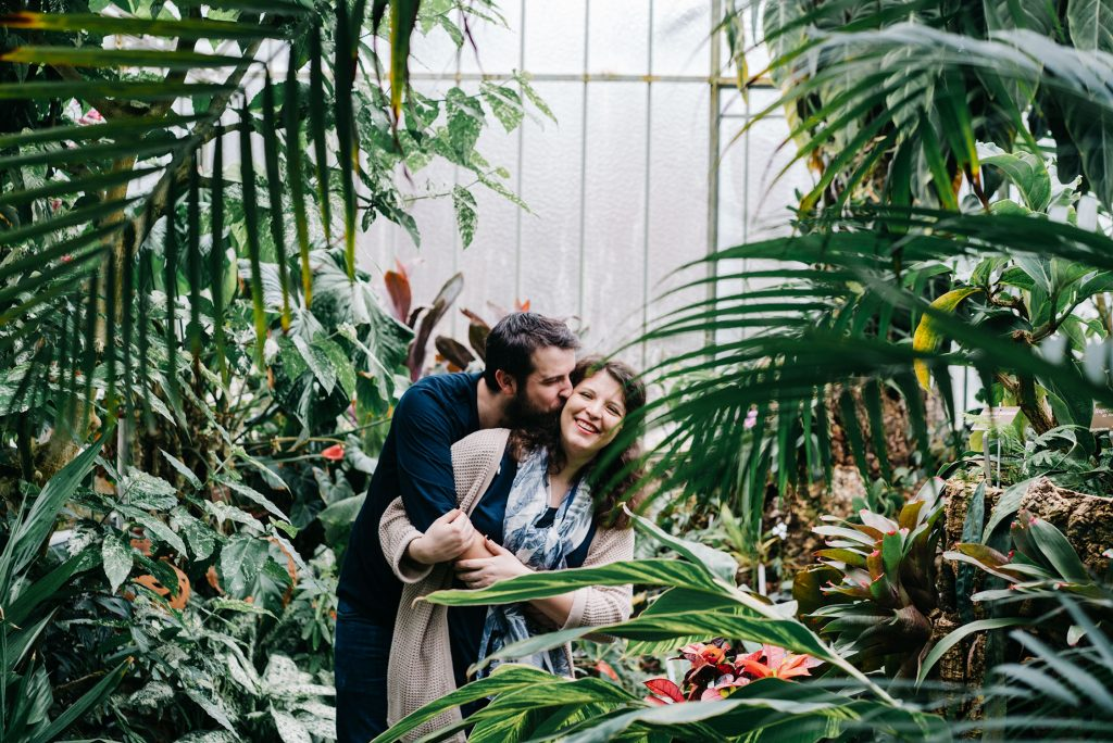 Couple before parents portraits - Family pictures in the botanical garden of Geneva