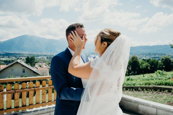 Lot of emotions before the wedding - Discovery of the bride in Annecy
