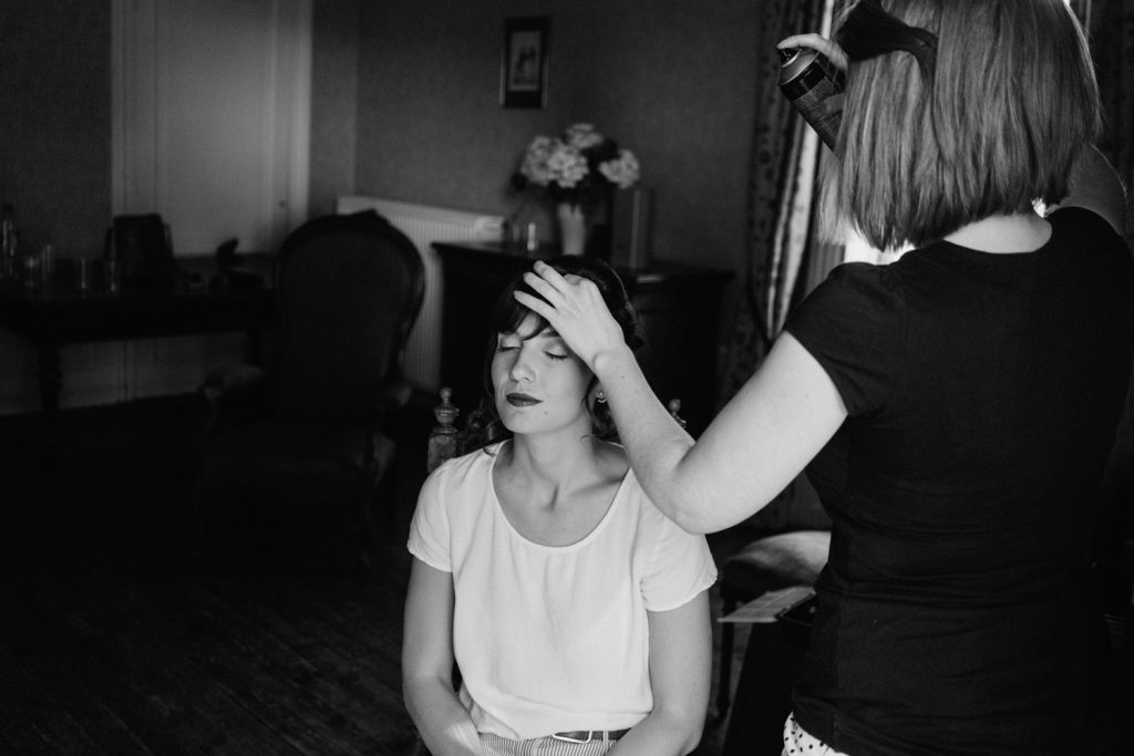 Preparation of the bride - Simple and elegant wedding photography