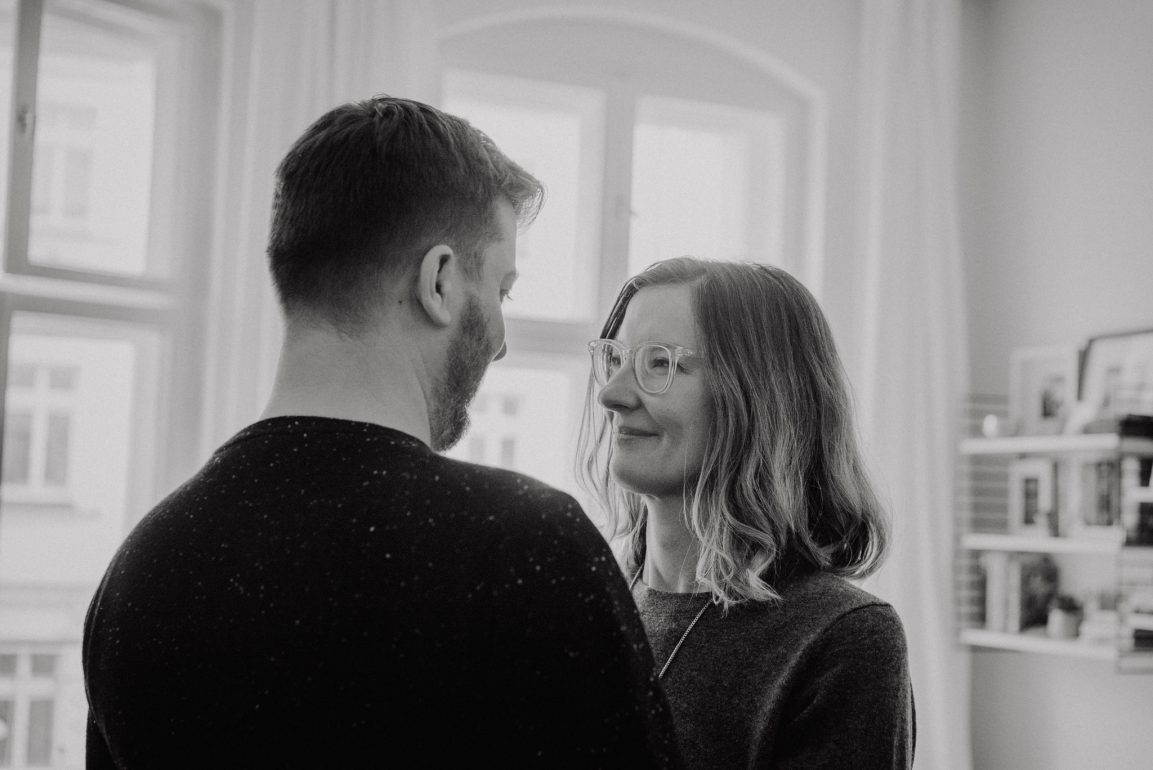 Complicity couple simple natural cosy photo shoot beautiful interior - Photographer in Prenzlauer Berg Berlin