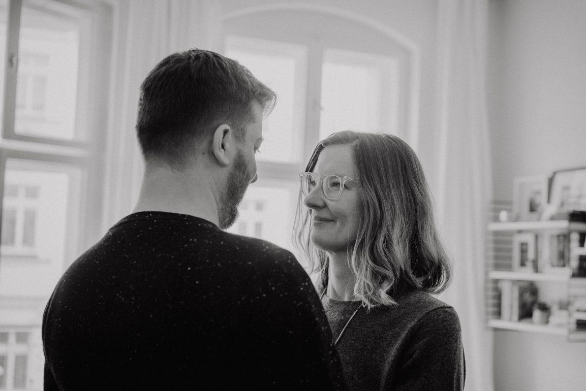 Complicity couple simple natural cosy photo shoot beautiful interior - Photographer in Prenzlauer Berg Berlin