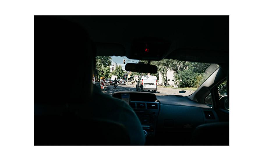 Taxi course – Simple wedding in Berlin Standesamt Charlottenburg Wilmersdorf – Hochzeit Fotograf