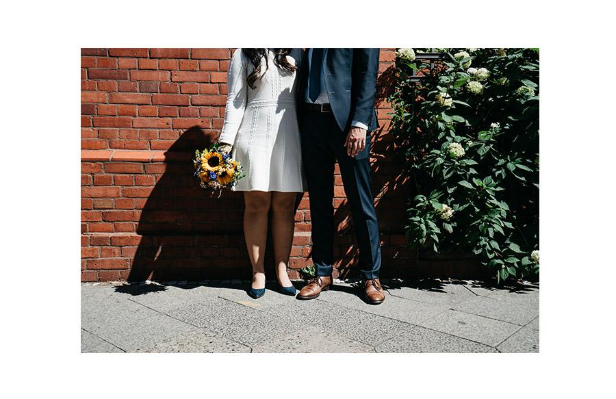 Short wedding dress – Simple wedding in Berlin Standesamt Charlottenburg Wilmersdorf – Hochzeit Fotograf