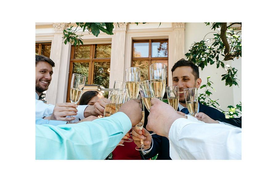 Cheers prost – Simple wedding in Berlin Standesamt Charlottenburg Wilmersdorf – Hochzeit Fotograf